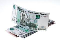 Pila de rublos rusas en el fondo blanco Imagen de archivo libre de regalías