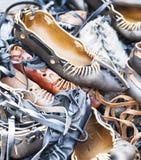 Pila de sandalias rumanas tradicionales Imagenes de archivo