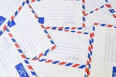 Pila de sobre del correo aéreo Imágenes de archivo libres de regalías