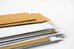 Pila de sobres imágenes de archivo libres de regalías