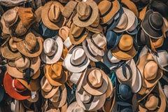 Pila de sombreros de paja fotografía de archivo libre de regalías