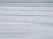 Pila de tablero de yeso que se prepara para el cargamento del cargo y el servicio de envío Foto de archivo libre de regalías