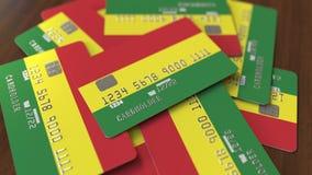 Pila de tarjetas de crédito con la bandera de Bolivia Animaci?n conceptual 3D del sistema bancario boliviano almacen de video