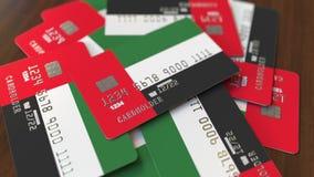 Pila de tarjetas de crédito con la bandera de los United Arab Emirates Animación conceptual 3D del sistema bancario de los UAE metrajes