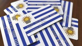 Pila de tarjetas de crédito con la bandera de Uruguay Animación conceptual 3D del sistema bancario uruguayo almacen de metraje de vídeo