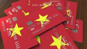 Pila de tarjetas de crédito con la bandera de Vietnam Animación conceptual 3D del sistema bancario vietnamita almacen de video