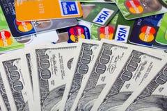 Pila de tarjetas de crédito, de visa y de Mastercard Fotos de archivo