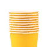 Pila de taza de café de papel colorida. Cierre para arriba. Fotografía de archivo