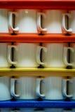 Pila de tazas Fotos de archivo