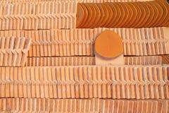 Pila de teja de tejado de cerámica Imagen de archivo libre de regalías