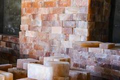 Pila de tejas de la sal de roca Fotos de archivo libres de regalías