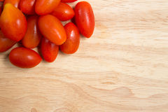 Pila de tomates de cereza Fotografía de archivo