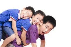 Pila de tres niños junto Fotos de archivo libres de regalías