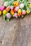 Pila de tulipanes multicolores Fotos de archivo libres de regalías