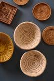 Pila de utensilios de madera de la cocina Fotos de archivo