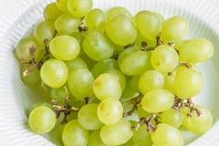 Pila de uvas en un cuenco Foto de archivo
