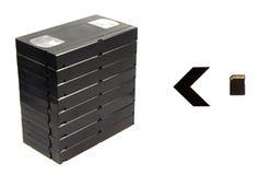 Pila de videocintas y de tarjeta flash Imagen de archivo