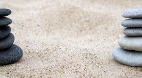 Pila del ciottolo sulla spiaggia. Fotografie Stock