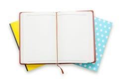 Pila del cuaderno en el fondo blanco Foto de archivo libre de regalías
