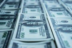 Pila del dinero $100 cuentas de dólar Imágenes de archivo libres de regalías