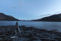 Pila del lado del lago de pizarras Imagenes de archivo