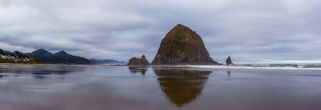 Pila del mar en la playa Foto de archivo libre de regalías