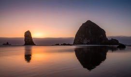 Pila del mare della costa del Pacifico Fotografia Stock Libera da Diritti