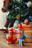 Pila del regalo debajo del árbol Fotos de archivo libres de regalías