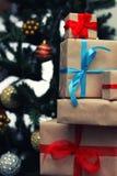 Pila del regalo debajo del árbol Fotografía de archivo