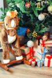 Pila del regalo debajo del árbol Imágenes de archivo libres de regalías