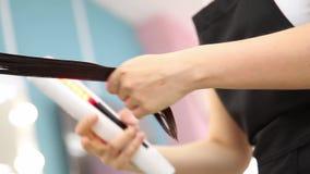 Pila del tratamiento del pelo y de la prote?na de la recuperaci?n de la queratina con la herramienta ultras?nica profesional del  almacen de video