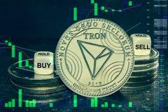 Pila del tron del trx del cryptocurrency de la moneda de monedas y de dados La carta a comprar, venta del intercambio, se sostien ilustración del vector
