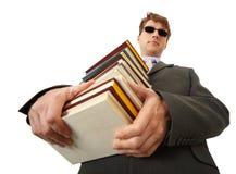 Pila della holding dell'uomo cieco di libri Immagine Stock Libera da Diritti