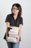 Pila della holding della donna di libri Fotografie Stock