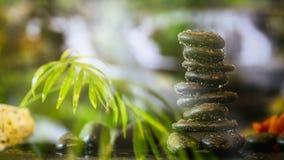 Pila delle pietre di zen su fondo astratto Immagine Stock