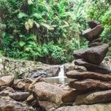 Pila delle rocce di zen fotografie stock libere da diritti