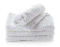Pila di asciugamani bianchi della stazione termale Fotografia Stock Libera da Diritti
