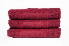 Pila di asciugamani del bagno del purpel Immagini Stock