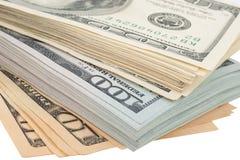 Pila di banconote in dollari dell'americano cento dei soldi Immagini Stock