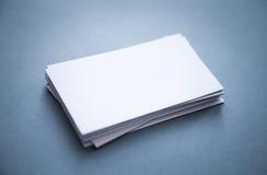 Pila di biglietti da visita in bianco spessi Fotografia Stock Libera da Diritti