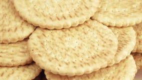 Pila di biscotti magri stock footage