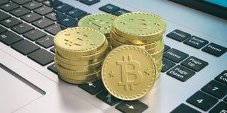 Pila di Bitcoins su una tastiera di computer illustrazione 3D Immagine Stock