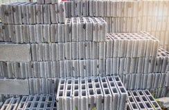 Pila di blocchi in calcestruzzo per costruzione, l'industria dell'edilizia fotografia stock