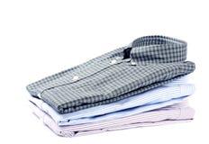 Pila di camice degli uomini immagini stock