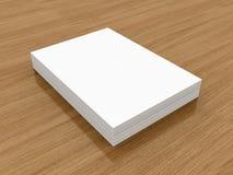 A4 pila di carta in bianco, modello, fondo di legno Fotografie Stock Libere da Diritti