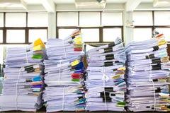 Pila di carte d'ufficio immagine stock