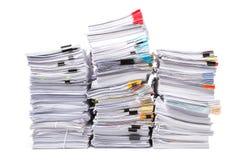 Pila di carte d'ufficio isolate Fotografia Stock Libera da Diritti