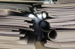 Pila di cartelle con i documenti Fotografia Stock