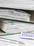 Pila di cartelle di archivio con i documenti Fotografie Stock Libere da Diritti