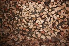 Pila di catasta di legna tagliata: combustibile nell'inverno Fotografia Stock Libera da Diritti